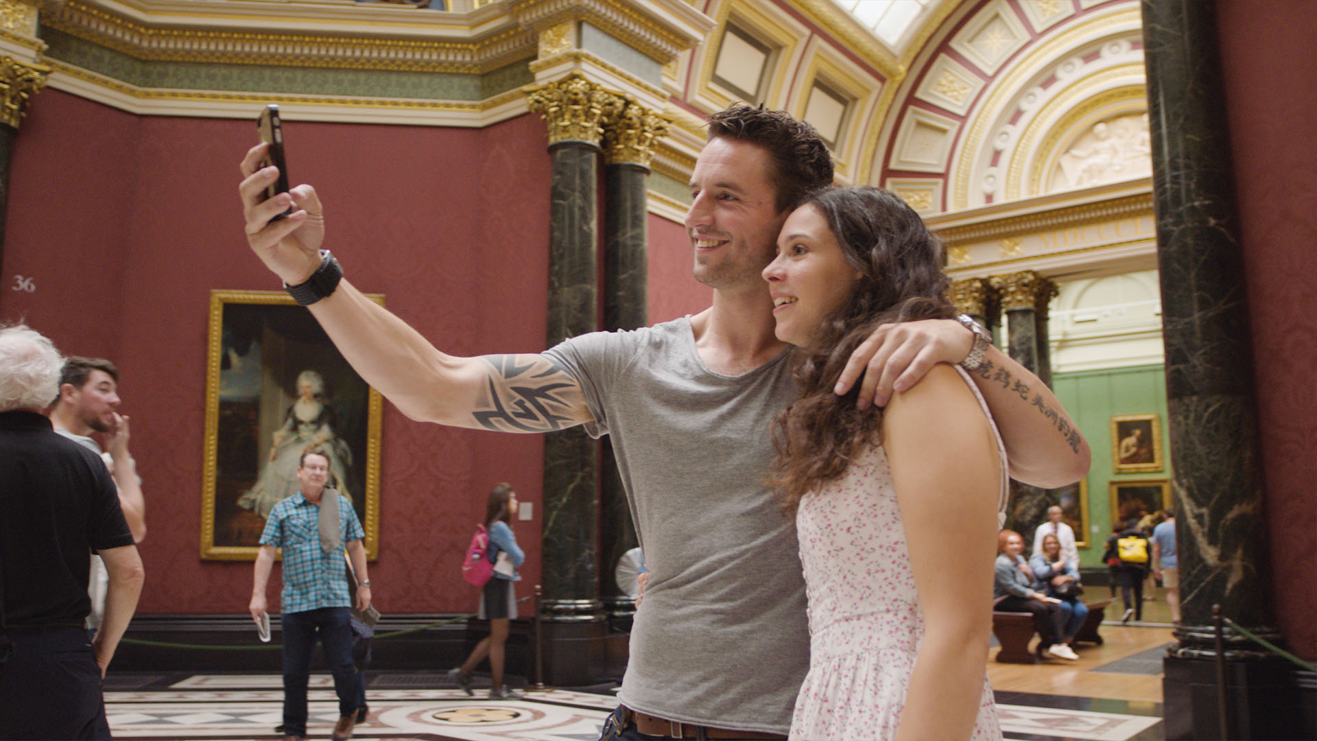 National Gallery Couple Selfie London for Free